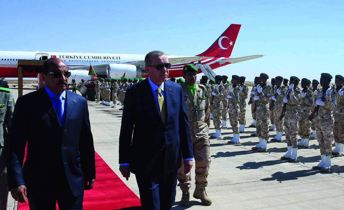 President Erdogan (right) walks on a red carpet upon his arrival in Mauritania, accompanied by Mauritanian President Mohamed Ould Abdel Aziz (left).